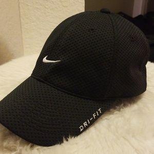 910259ad5ef Men s Black Nike Hat on Poshmark